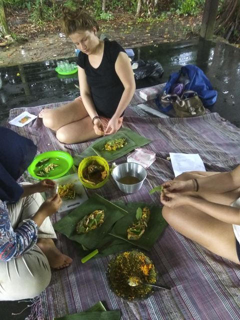 Preparing Malay and Dayak Dishes at an Indonesian Cooking Class